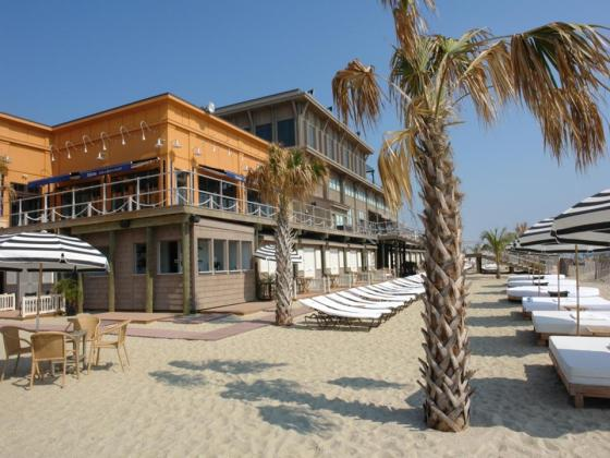 beach-area-of-le-club